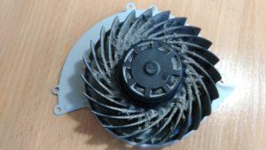 Вентилятор Playstation 4 в пыли